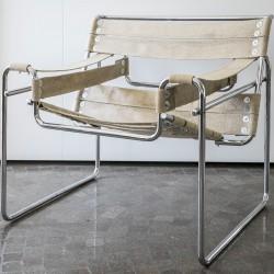 Sedia in tela con struttura in metallo